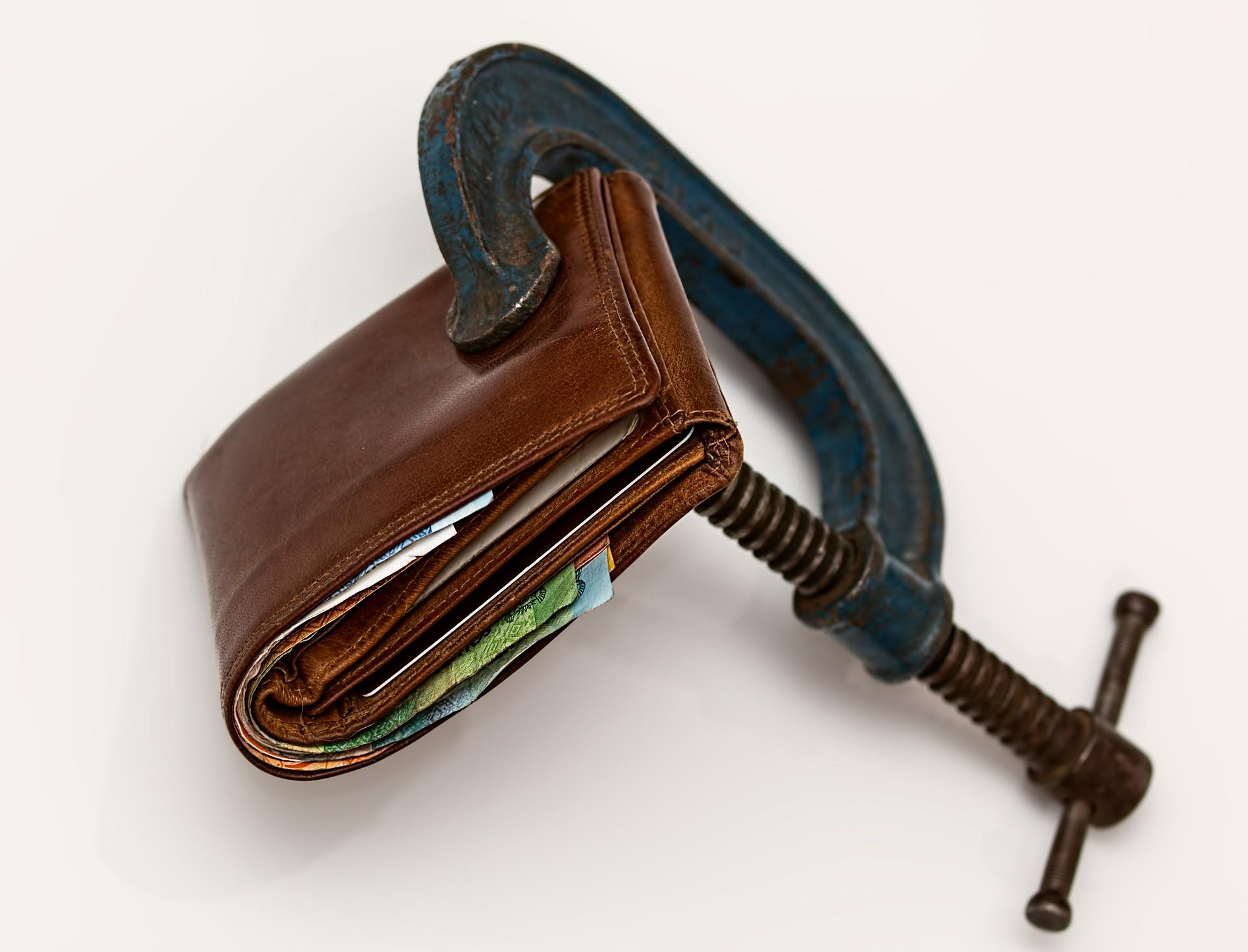 давать деньги в долг = подарить их
