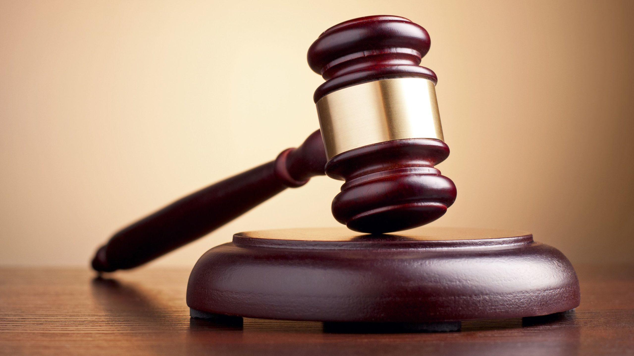 Арест и имущества и взыскание средств со счетов возможны только по решению суда